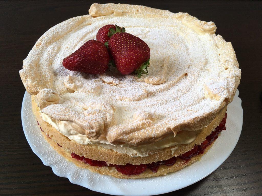 Strawberry cake with meringue