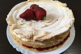 Strawberry cake with meringue