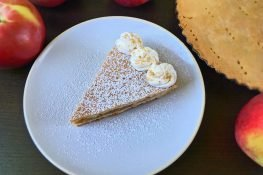 Crunchy apple tart
