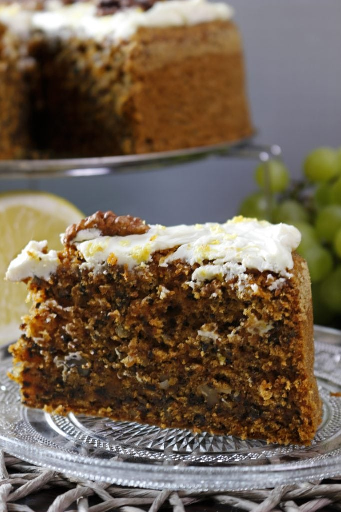 Carrot cake with walnuts and cream cheese