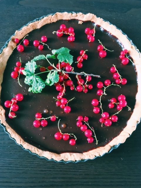 Chocolate tart with redcurrant