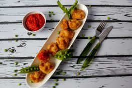 Fried cauliflower with ajvar dip