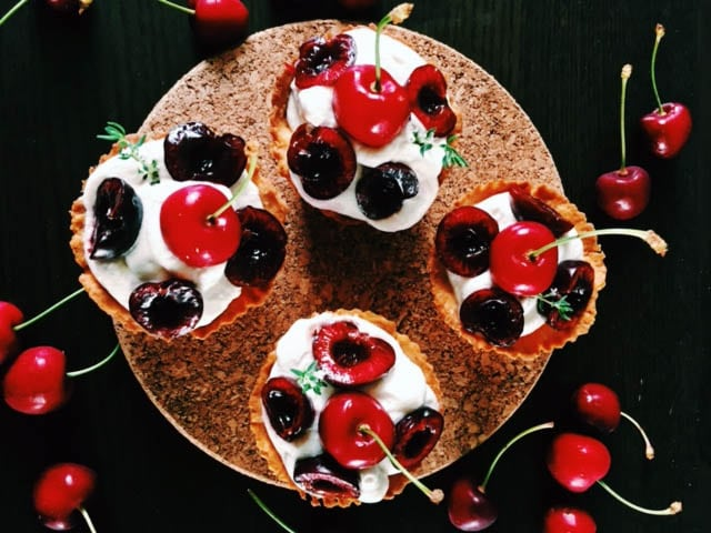 Honey cupcakes with fruits