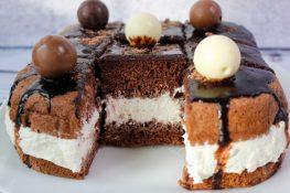 Chocolate cake with cream