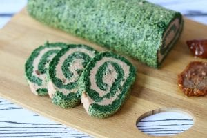 Spinach roulade with sun-dried tomatoes