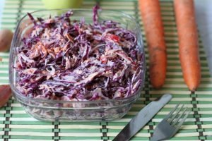 Red cabbage salad with peppers