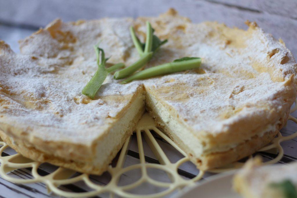 Eclair cake with rhubarb cream