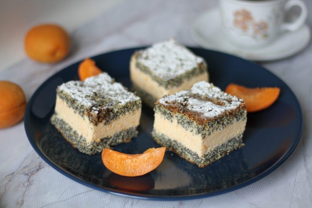 Poppy seeds cake with apricot cream