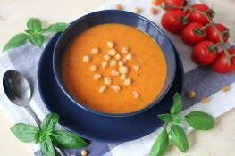 Tomato and zucchini soup with basil