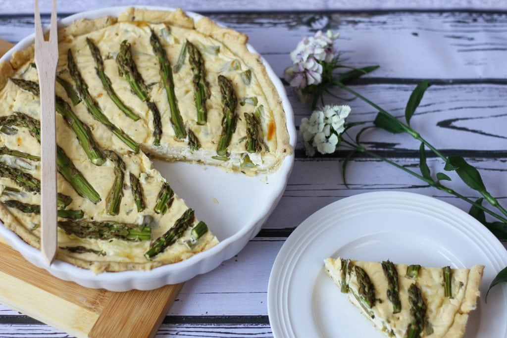 Cheese quiche with fresh asparagus