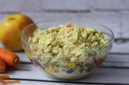 Coleslaw with apple and onion