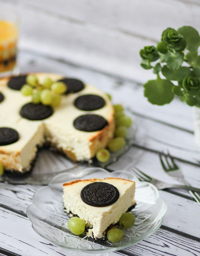 Oreo and grapes cheesecake