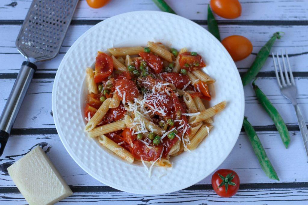 Pasta with fresh tomato sauce
