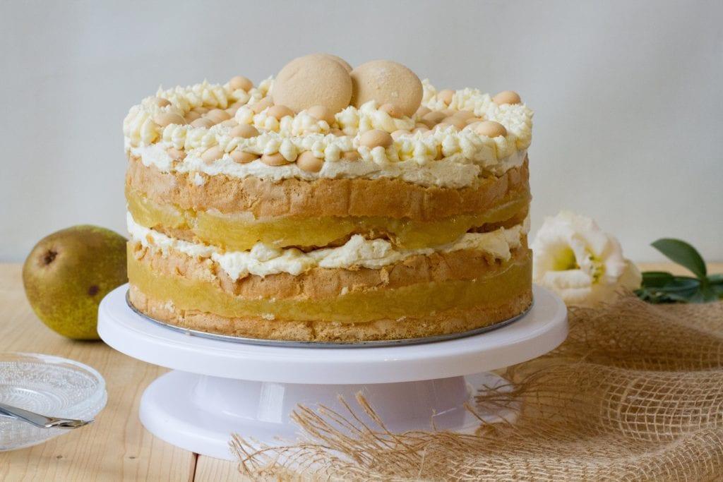Tort gruszkowy z masą budyniową