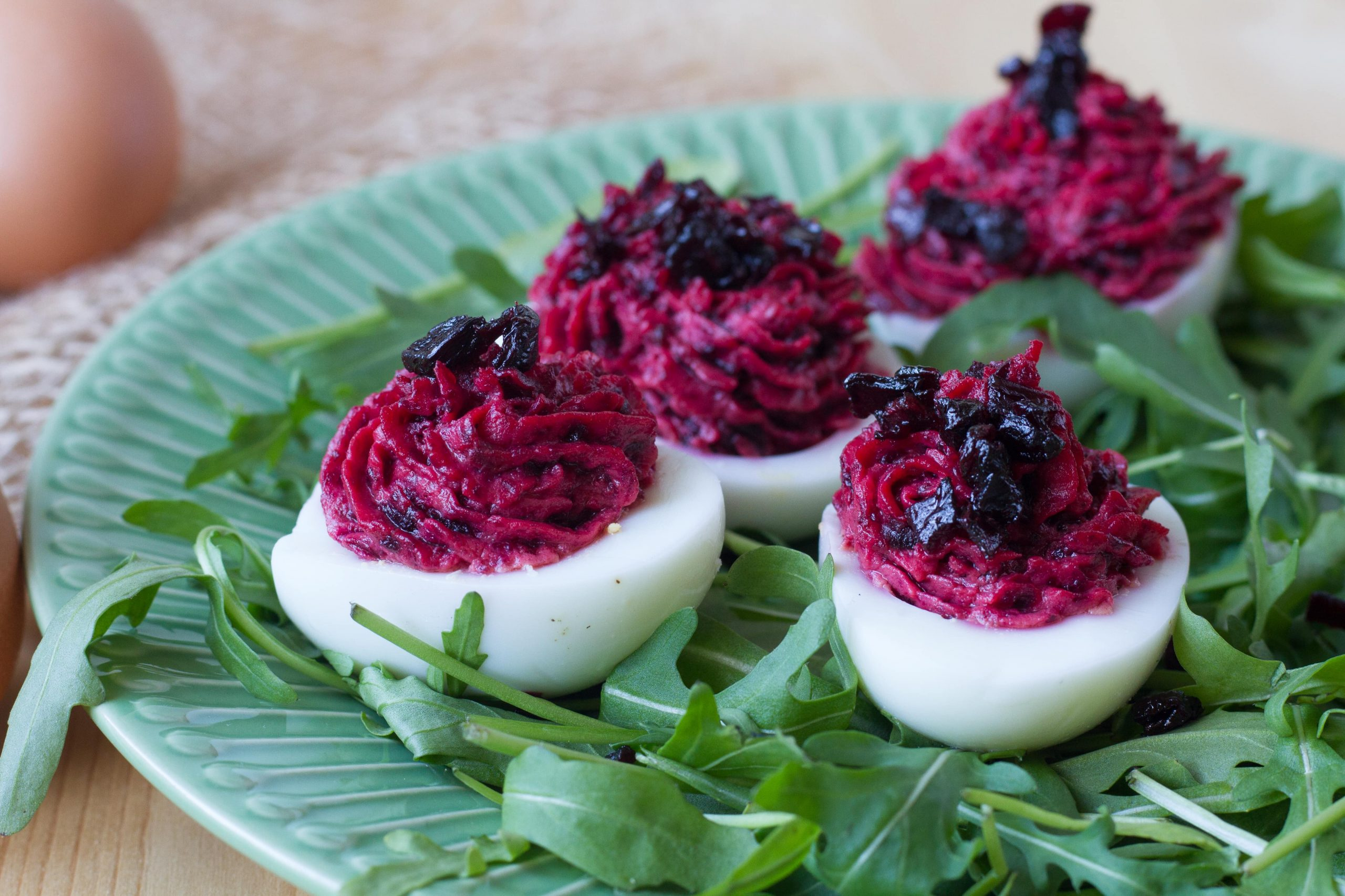 Eggs stuffed with beetroot