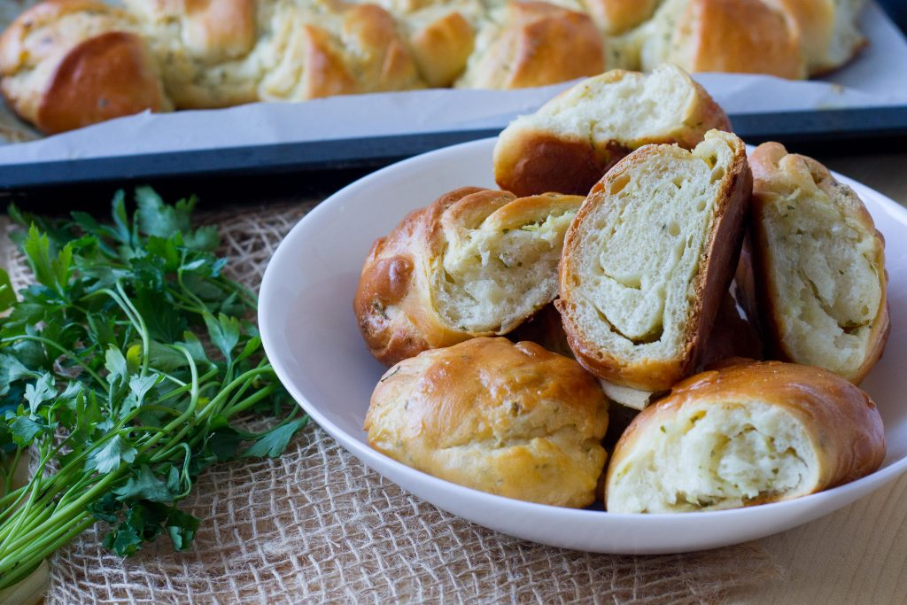 Buns with garlic