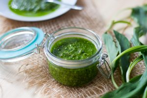 Wild garlic and nuts pesto