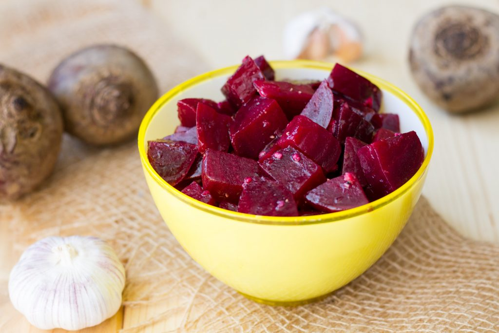 Beetroot salad with garlic