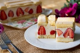 No-bake cheesecake with strawberries