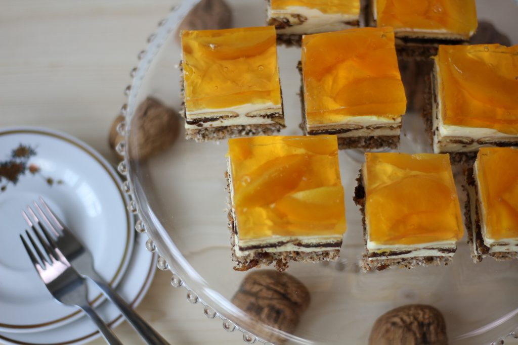 Nut bark cake with Jaffa cookies and jelly