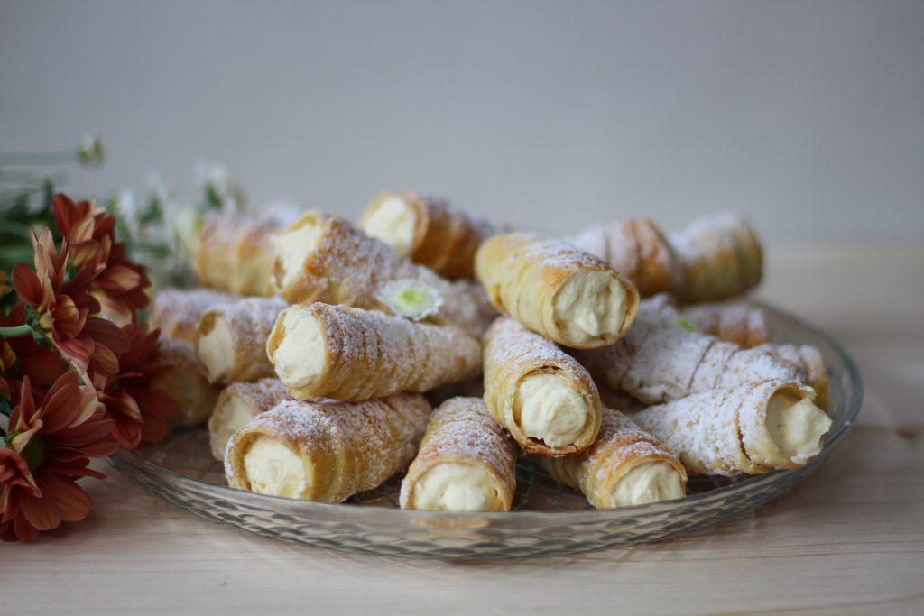 Crunchy horns filled with custard cream