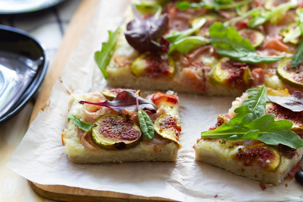 Gluten-free pizza with Parma ham and fig