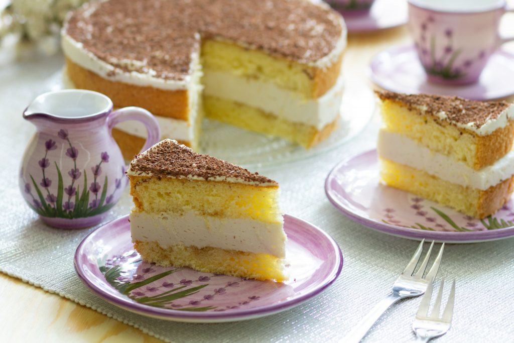 Sponge cake with tea cream