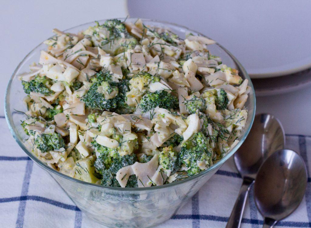 Broccoli and ham salad with eggs